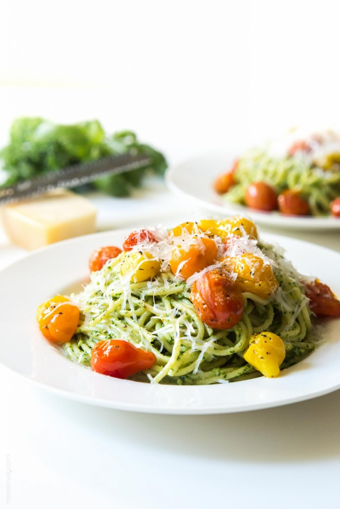 Kale-Walnut-Pest-Blistered-Tomato-Pasta-a-healthy-and-delicious-vegetarian-summer-pasta