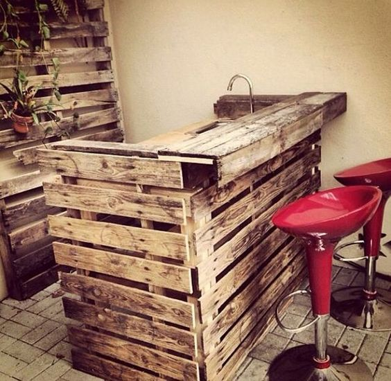 21-man-cave-ideas-diy-pallet-wood-bar