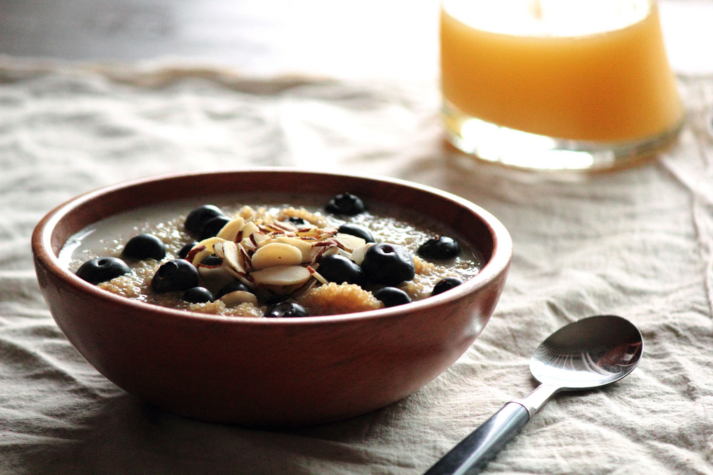 blueberry-breakfast-quinoa