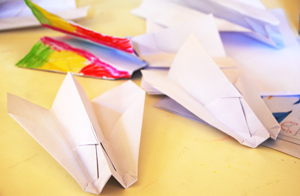 Make-a-paper-airplane-kids-crafts